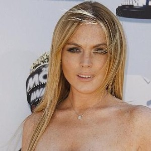 Is Lindsay Lohan online dating?